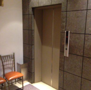 会場内エレベーター
