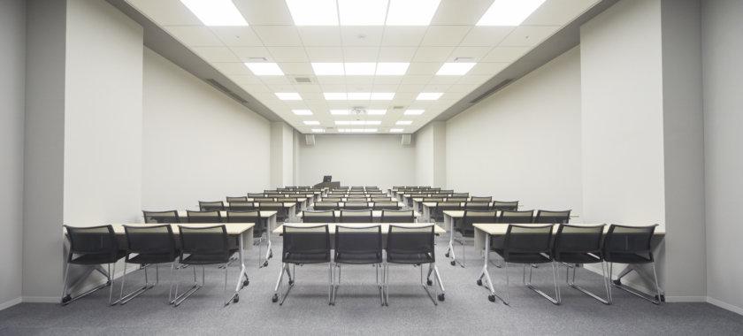 パーティでも、会議でも、記者会見でも!最高キャパシティは118名の会議室です