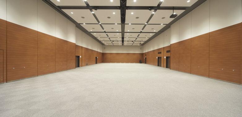 最大460名まで収納可能!天井が6.8mと高く広い会場です