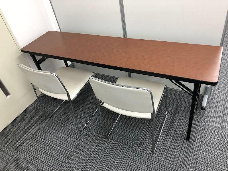 会議用デコラテーブル スタッキングチェアとの使用イメージ