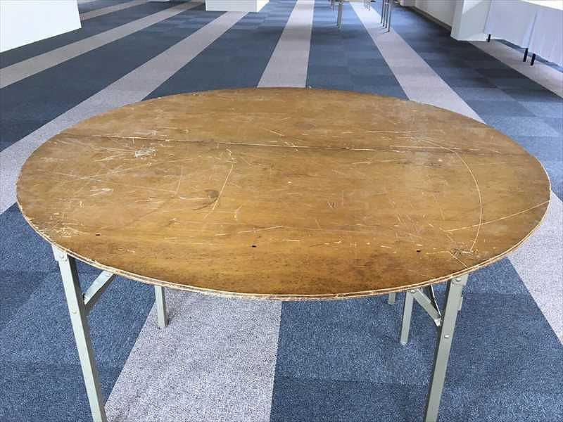 丸テーブル、テーブルクロス 設営完了